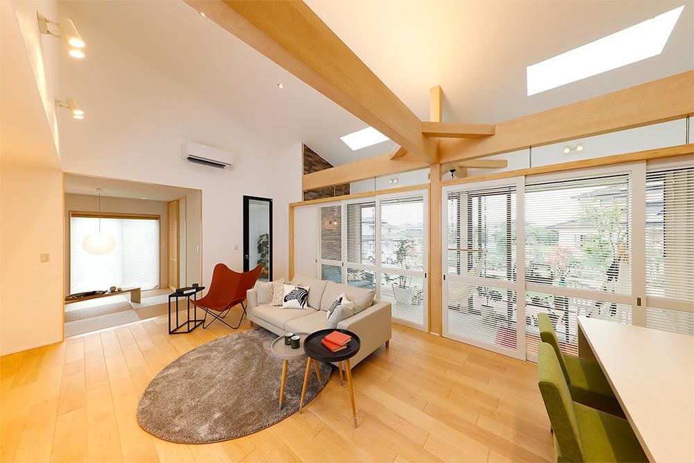 七呂建設都城モデルハウス「自然とつながる土間リビングのある平屋」のリビング